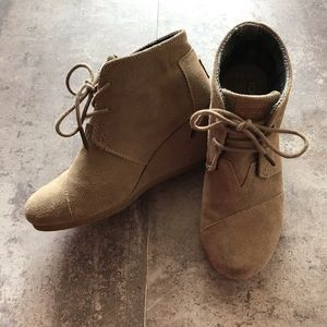 TOMS Desert Wedge Suede Ankle Booties 6.5 Tan
